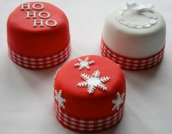 Mini-Christmas-cakes